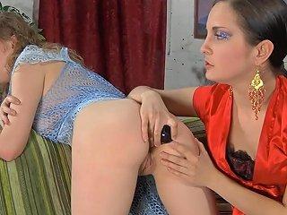 Backdoorlesbians Scene Mabel And Dorothy